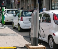 Electric cars and historical city center: in Norway, the boom of electric vehicles