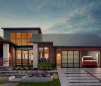 Il tetto solare integrato di Tesla fornisce il 100% di energia rinnovabile
