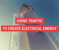 Turbina eolica ad asse verticale che genera energia dalla dinamica stradale