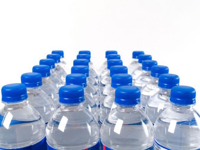 Insegnare a riciclare la plastica e diminuirne l'uso