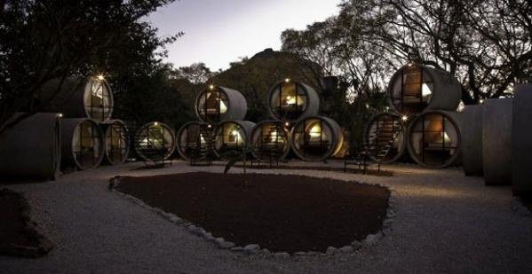 Hotel in cement pipes and Energy Efficiency in Mexico
